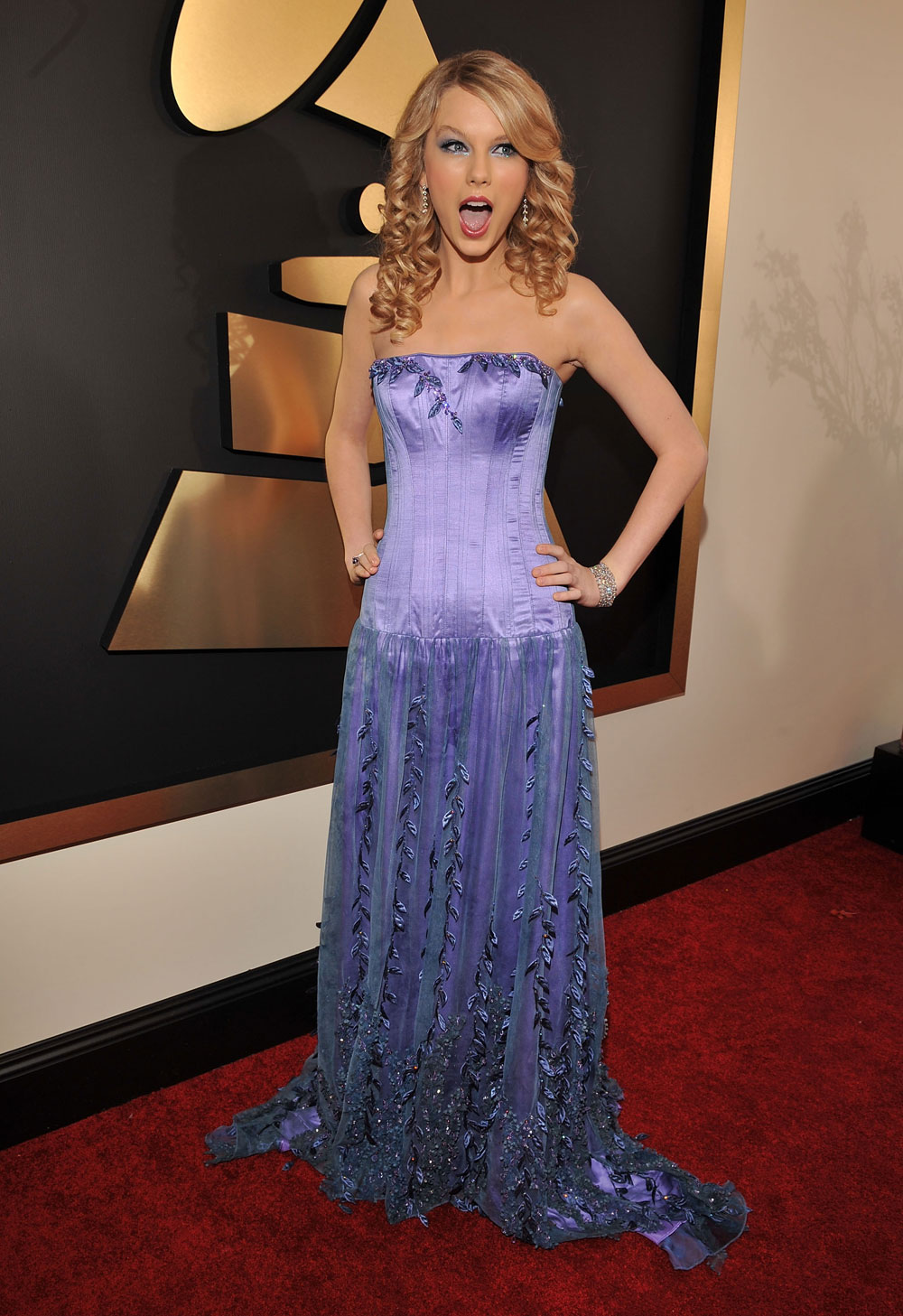 taylor swift surprised grammys photos 11